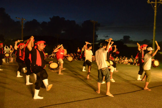 【沖縄・うるま市・沖縄文化体験】地元の青年団と踊ろう!エイサー体験(団体向け)
