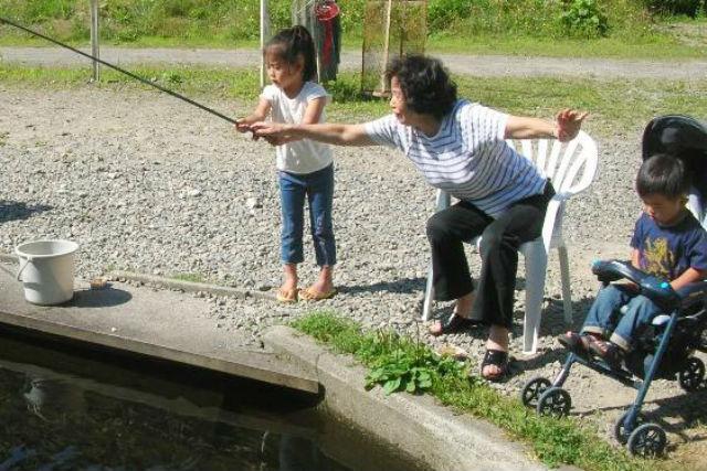 【北海道・層雲峡・釣り場】珍しい養殖場見学付き!ランチは釣りたてのお魚!