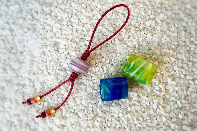 【愛媛・松山・ガラス細工】美しいガラスの彩り。とんぼ玉&帯留制作体験