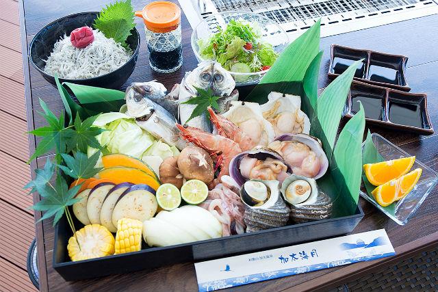 【和歌山・BBQ】紀淡海峡一望の絶景テラスへ!漁港直送のとれたて魚介BBQ