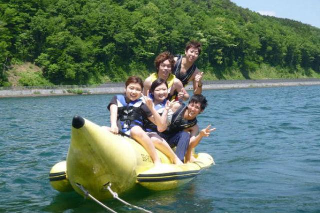 【山梨・山中湖・SUP】バナナボート&SUPでクルージング!富士山一望の好ロケーション