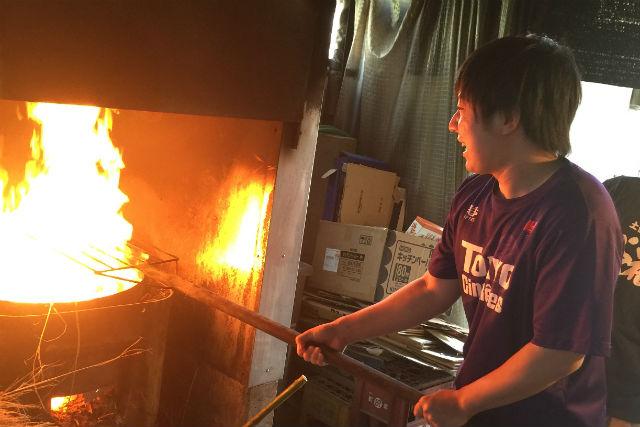 【高知・料理体験】漁師流の豪快さ!カツオ一本釣りの町で、鰹のたたきを味わおう!