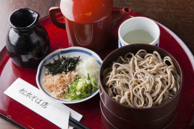 【島根・松江・ガイドツアー】市民に根付く松江の「茶の湯文化」にふれる!散策ツアー(昼食蕎麦付)
