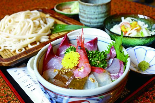 富山の観光を楽しもう!まち歩き&朝獲れ海鮮ランチを満喫するプランです。