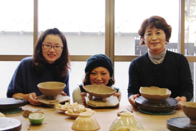 【京都・宇治市・陶芸体験】湯のみやお茶碗を作れる!土ひねり体験