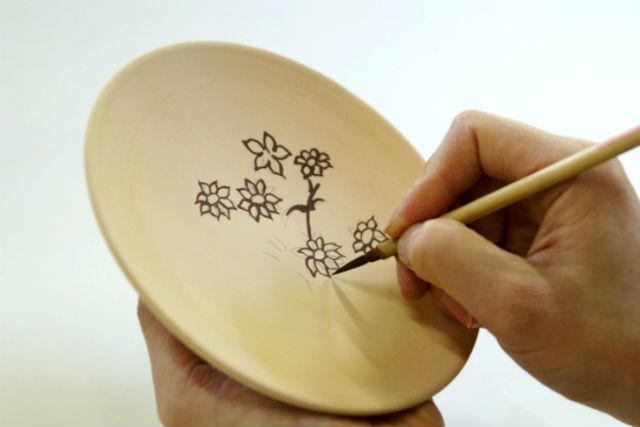 【京都・宇治市・陶芸体験】好きなデザインを描こう!絵付け体験(お皿・湯のみ・お茶碗)