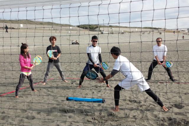 【神奈川・藤沢市・ビーチテニス】コーチの丁寧な指導が好評!ビーチテニススクール