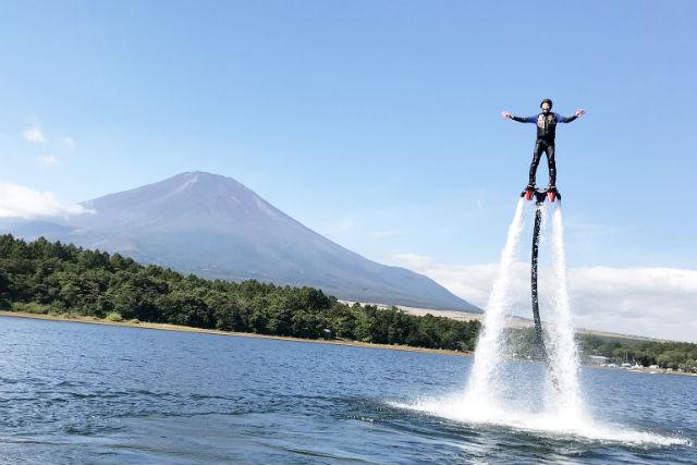 【山梨・山中湖・フライボード】山中湖で2つのマリンスポーツ!フライボード(15分)&バナナボート(10分)セット