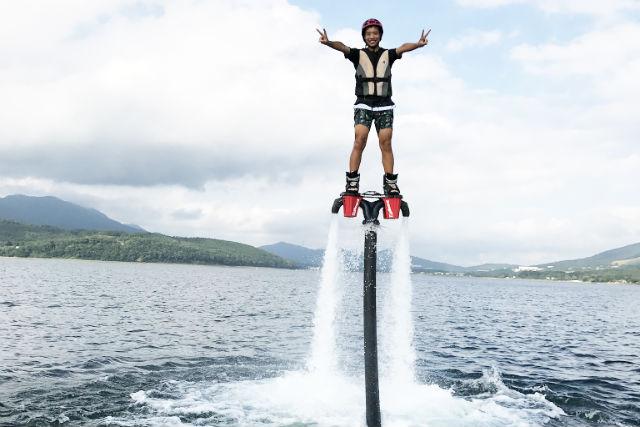 【山梨・山中湖・フライボード】山中湖で2つのマリンスポーツ!フライボード(15分)&ウェイクボード(10分)セット
