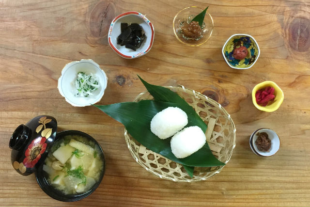 【大阪・料理体験】手作りのみそ体験!甘くて香り高いみそを作ろう