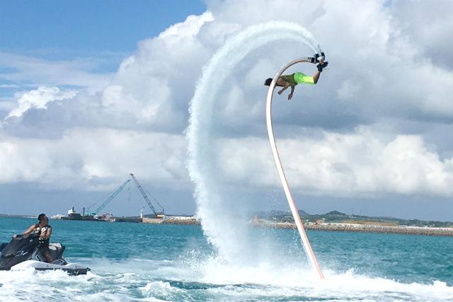 【山梨・山中湖・ジェットデッキ】水力飛行の最先端!人間離れした技にチャレンジ