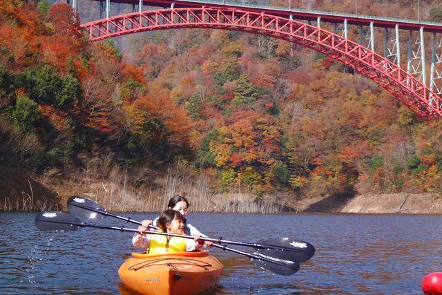 【広島・カヤック】のんびり楽しむプレミアムな体験!龍姫湖クルージング