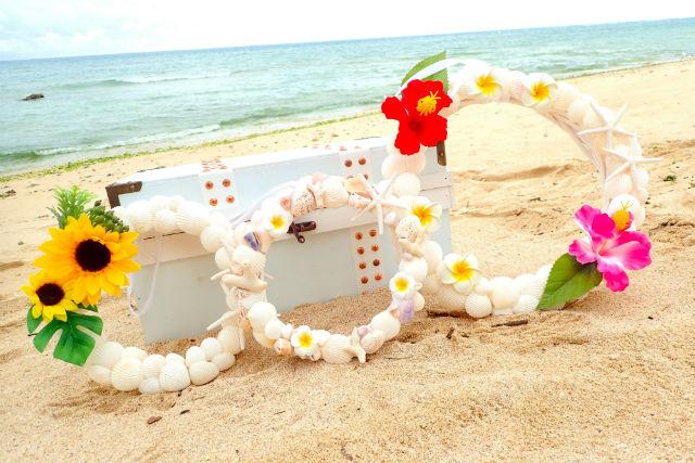 【沖縄・嘉手納・マリンクラフト】貝殻・シーグラス・サンゴは使い放題!自由に組み合わせて作ろう!シェルリース作り