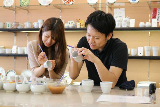 【石川・陶芸体験】九谷焼をカラフルにデザイン!絵付け体験(カップ・湯のみ・お皿など)