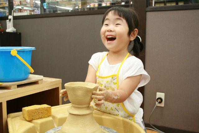 【石川・陶芸体験】自分の手で九谷焼を作ろう!電動ろくろ体験