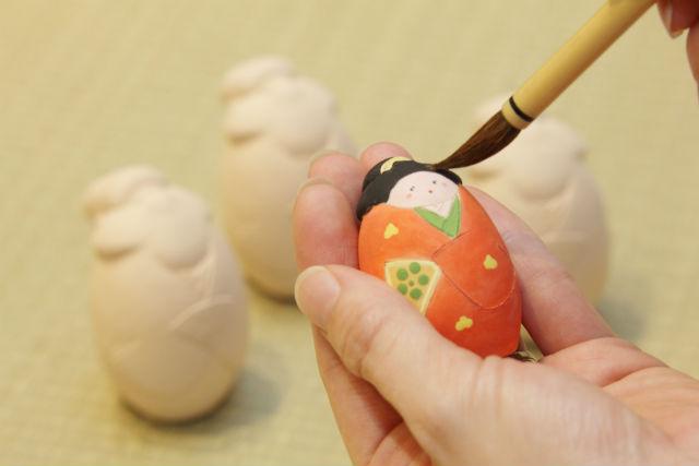 【福岡・中央区・陶芸体験】おみやげにピッタリ。博多人形に絵付けしよう!