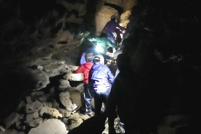 【長崎・ケイビング】深さ800mの鍾乳洞へ!地底探検ツアー