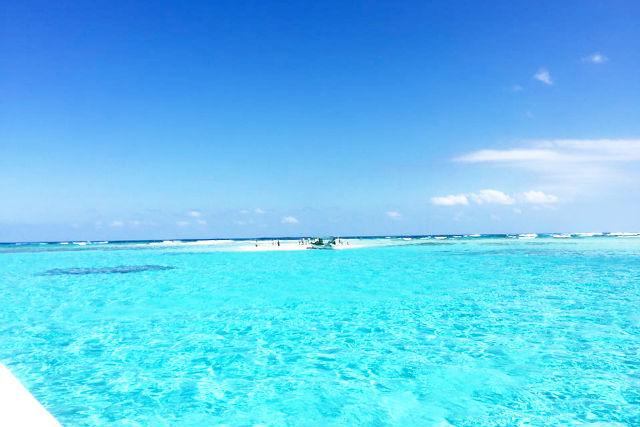 【与論島・クルージング】百合ヶ浜へ上陸!グラスボートの渡し船
