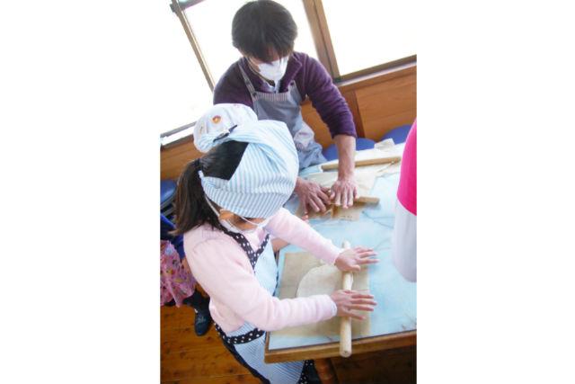 【岡山・ピザ作り】石窯でこんがり焼き上げる。ピザづくり体験