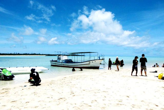 【鹿児島・与論島・グラスボート】百合が浜&海中公園でグラスボート体験