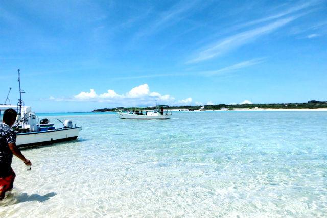 【鹿児島・与論島・グラスボート】百合が浜でグラスボート&シュノーケリング体験