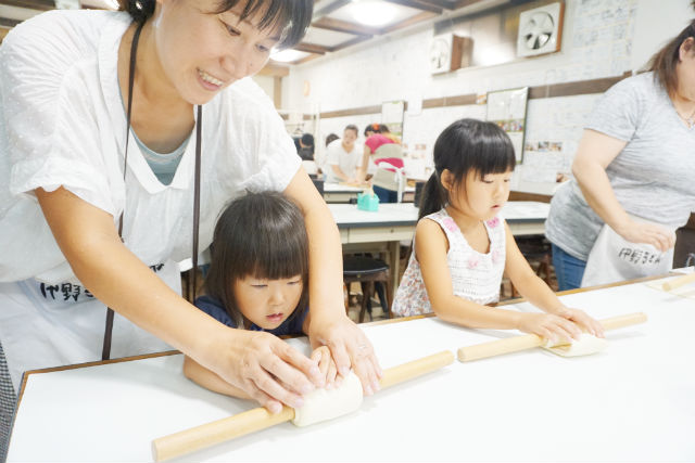 【香川・うどん打ち体験】うどんティーチャーズに習う!こんぴらさん「うどん作り体験」
