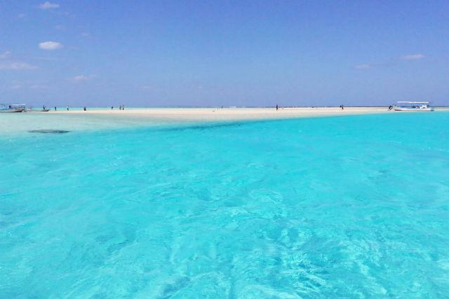 【鹿児島・与論島・シュノーケリング】海の青さが沁みる!白砂シュノーケリング