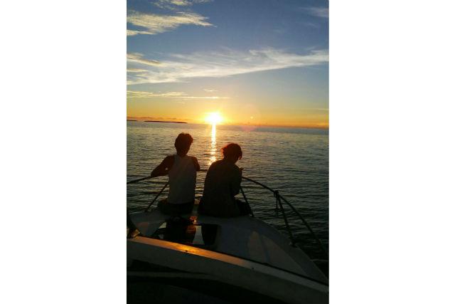 【鹿児島・与論島・クルーズ】ドラマチックな夕日にうっとり!ロマンチックに浸れるサンセットクルーズ