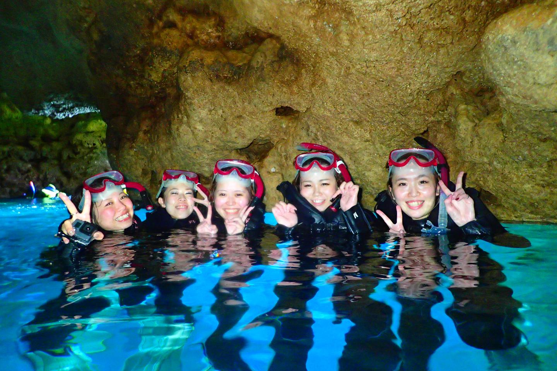 【沖縄・青の洞窟・シュノーケリング 】奇跡のブルーワールド!青の洞窟をめぐろう!初心者、泳げなくてもOK