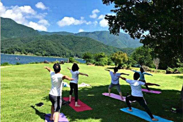 【山梨・河口湖・ヨガ体験】富士山のエネルギーを存分に味わう!外ヨガ体験