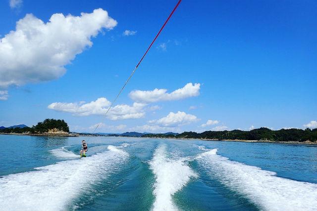 【熊本・ウェイクボード】天草の海で満喫!ウェイクボード上達コース