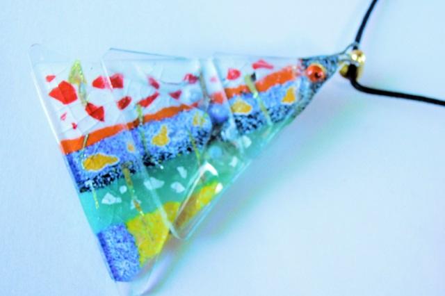 【大阪・手作りアクセサリー】ツリー型・ペンダント兼ブローチ。女性やカップルにオススメの『新ガラス七宝』