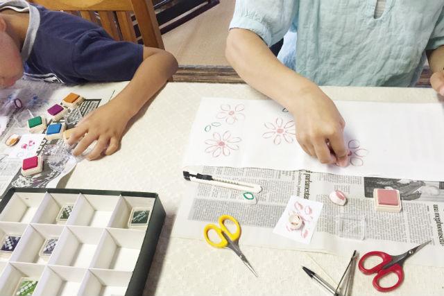 【山形・鶴岡市・手作りはんこ】貴重な国産まゆでクラフト体験!まゆをハンコとして使ってオリジナルアートを作ろう