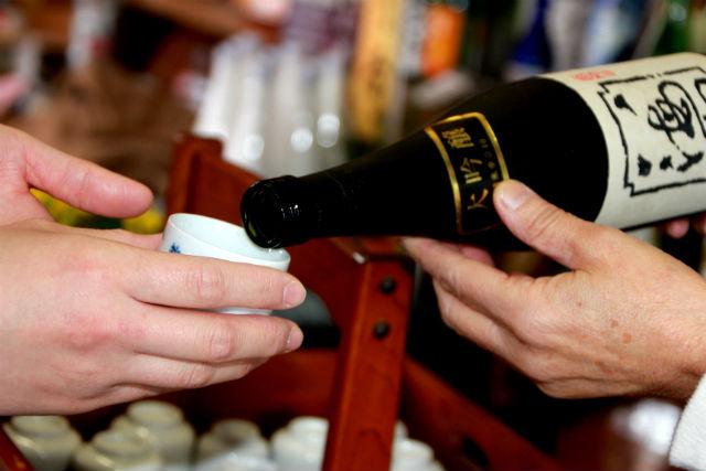 【新潟・柏崎・利き酒】本場の新潟で利き酒師から学ぶ、日本酒試飲体験!ぐいのみ付き