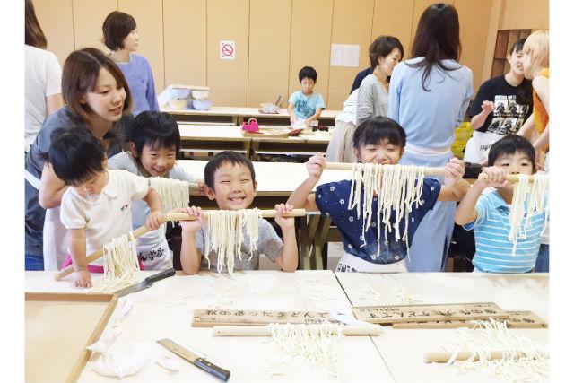 【香川・高松・手作りうどん】香川のお土産にピッタリ!うどん作り体験+お持ち帰りプラン