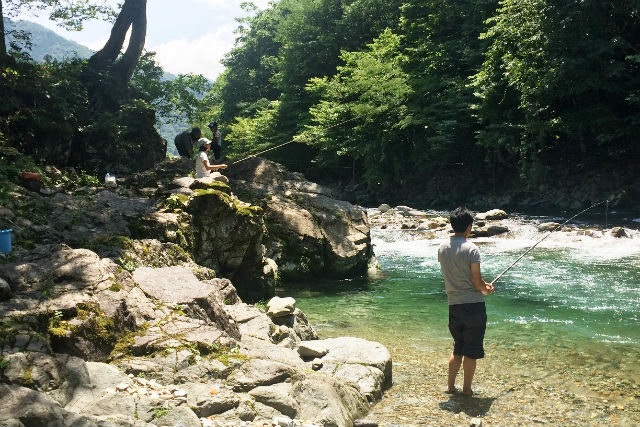 【岐阜・渓流釣り】全長300mの広いエリアで満喫!渓流釣りコース