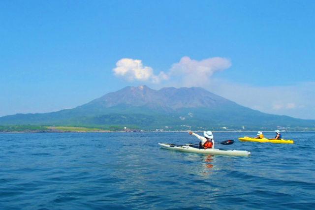 【鹿児島・鹿屋・シーカヤック】海に浮かぶ活火山!桜島シーカヤックツアー(3時間)