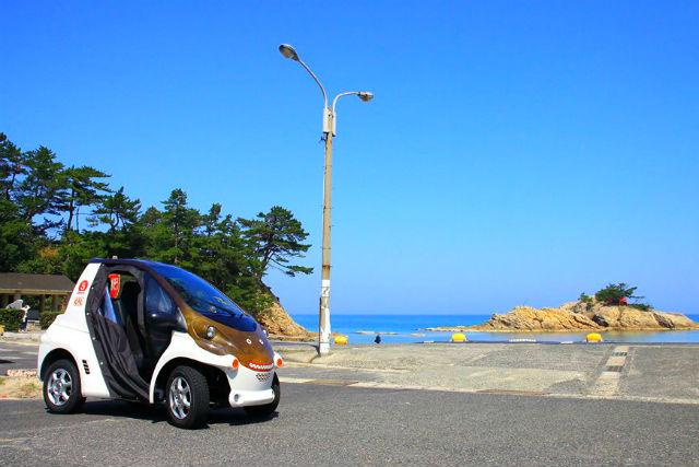 【鳥取・岩美・超小型車】かわいい超小型EV「ジオコムス」で人気アニメのロケ参考地を巡ろう!