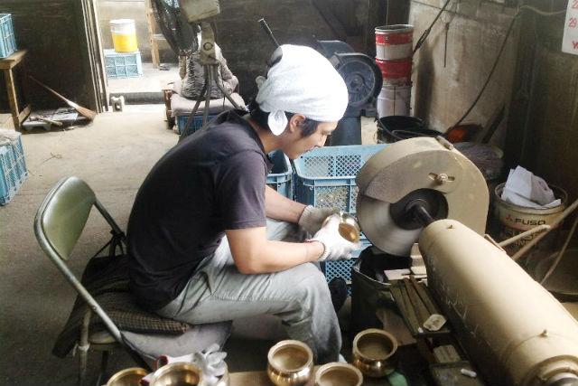 【富山・鋳物体験】伝統工芸・高岡銅器の職人がレクチャー!錫鋳物体験