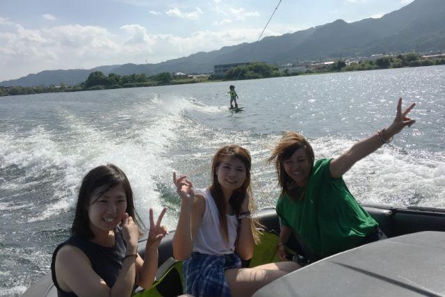【滋賀・琵琶湖・ウェイクボード】立てるまで体験できる!琵琶湖ウェイクボード