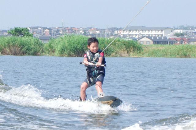 【石川・金沢・ウェイクボード】海上を滑走!スピード感を楽しむウェイクボード体験