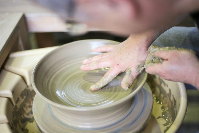 【十日町・陶芸体験】合掌造りの学校で陶芸体験をしよう!