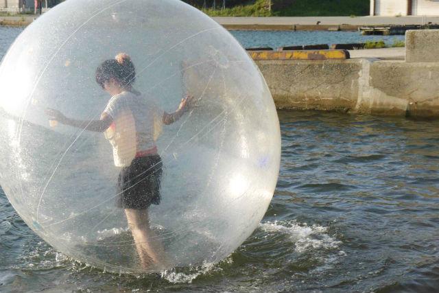 【石川・穴水・ウォーターボール】新感覚!ボールの中で遊ぶウォーターダッシュ体験
