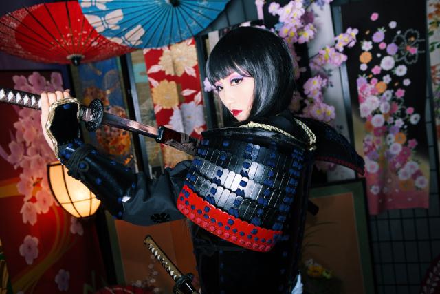 【奈良・大和高田・変身体験】艶やかで凛々しい女剣士スタイルに変身!艶メイクプラン