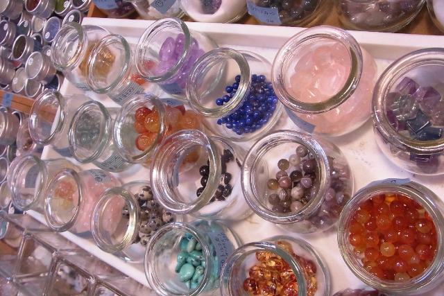 【岡山・美作・手作りアクセサリー】150種の天然石から自由に選ぶアクセサリー制作
