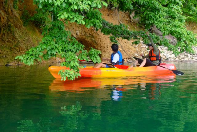 【岐阜・下呂・レイクカヌー】美しい景観の湖を水上散歩!カヤックツアー