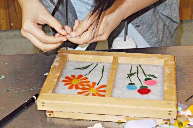 【鳥取県・鳥取市・紙漉き体験】因州和紙の伝統と技法を体験!手漉き和紙のハガキ作り