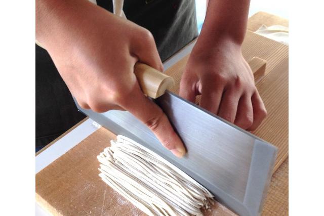【埼玉・春日部・そば打ち体験】お持ち帰りもOK!国産粉を使った二八蕎麦手打ち体験