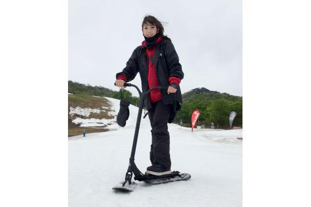 【新潟・十日町・スノースタントスクート】雪上のキックボードで遊ぼう!スノースタントスクート体験(ガイド付き)