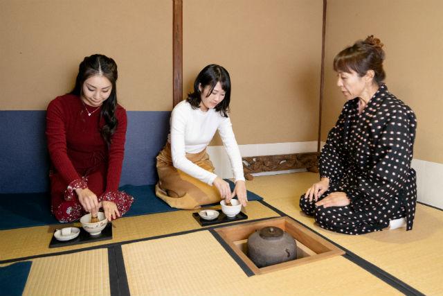 【奈良・斑鳩・茶道教室】日本の伝統を堪能。歴史深く風情のある茶室で茶道体験